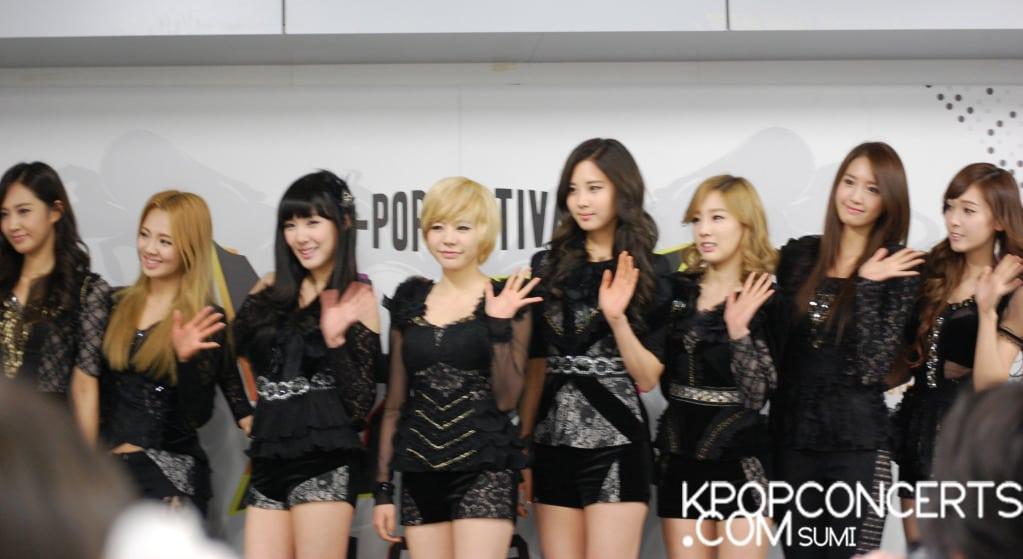 Girls Generation in Paris
